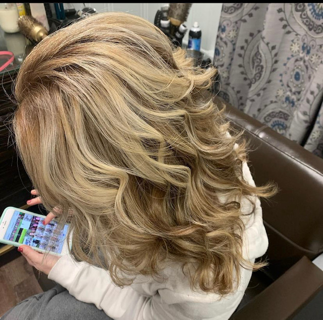 Lady with wavy blond hair